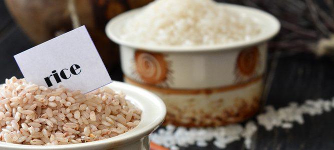 rózne gatunki ryżu do wyboru w tym ryż brązowy