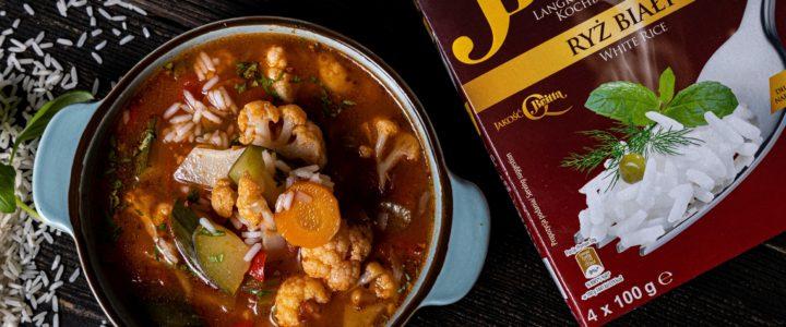 Letnia zupa warzywna z białym ryżem